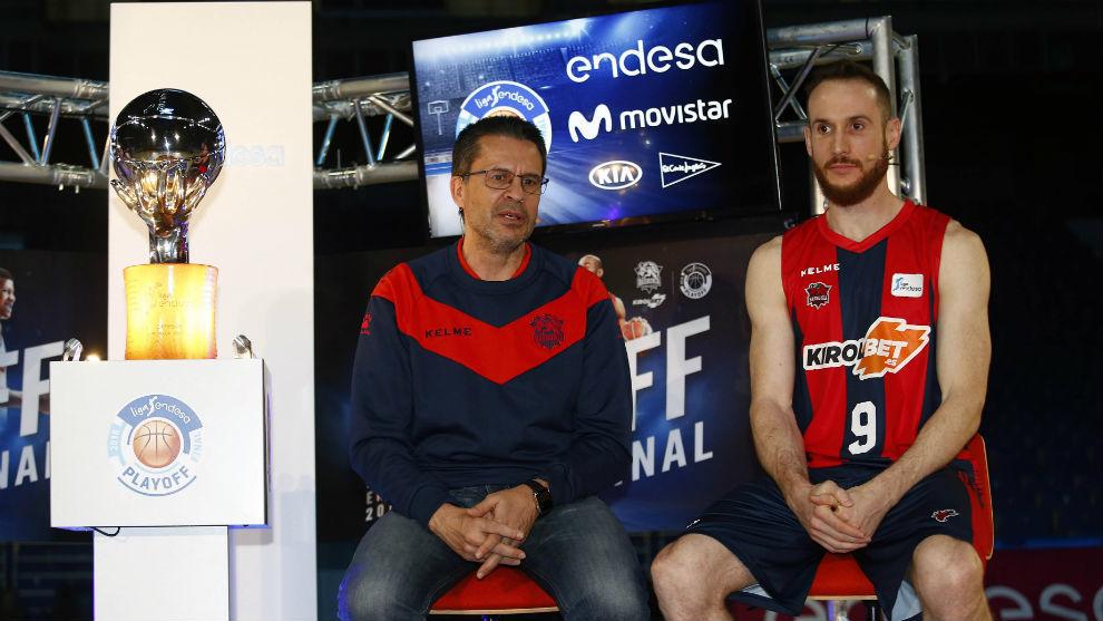 Pedro Martínez y Marcelinho Huertas en el acto de presentación de la...
