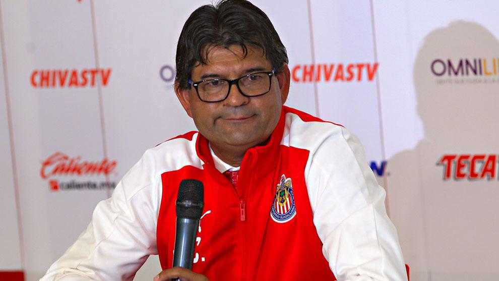 José Saturnino Cardozo durante su presentación con Chivas
