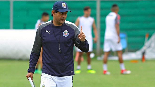 José Cardozo dirige su primer entrenamiento con Chivas