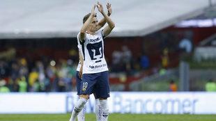 Abraham González se despide de la afición universitaria.