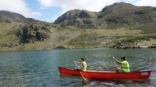 Excursiones en canoas en el Lago de Tristaina, uno de los atractivos...