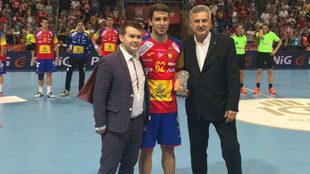 Kauldi Odriozola recogiendo el premio al mejor jugador español del...