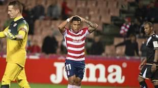 Machís se lleva las manos a la cabeza durante el partido ante el Rayo
