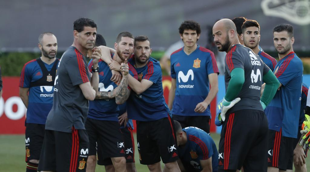 Hierro and the players of Spain