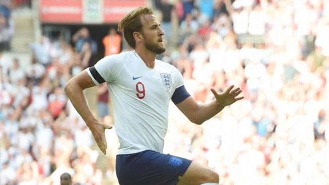 Kane celebra su gol a Nigeria.
