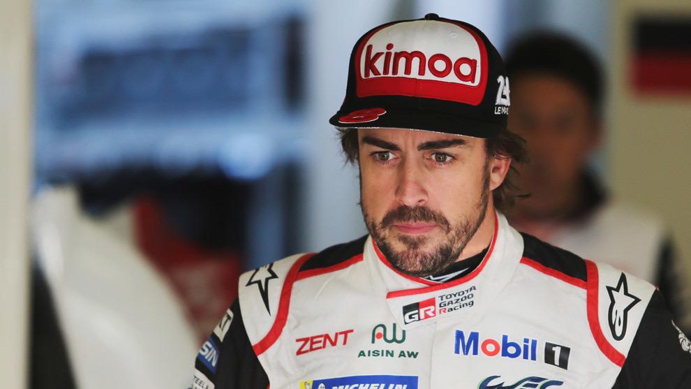 Alonso (Toyota) completó sus primeras vueltas en la noche de Le Mans.