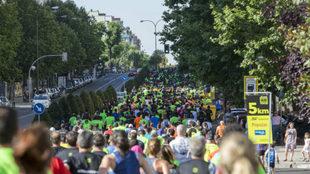 Miles de personas disputan la Carrera Norte-Sur por las calles de...