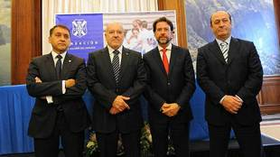 El presidente Miguel Concepción, segundo por la izquierda, antes del...
