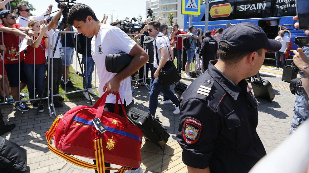Rodri a la llegada de la Selecció a Sochi.