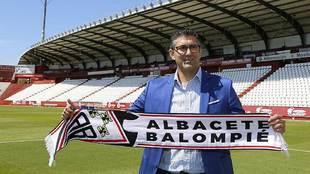 Mauro Pérez, presentado como nuevo director deportivo en el Carlos...