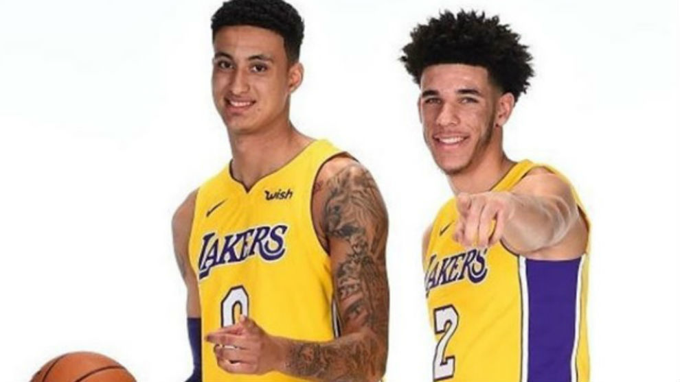 Kyle Kuzma y Lonzo Ball durante el Media Day de los Lakers
