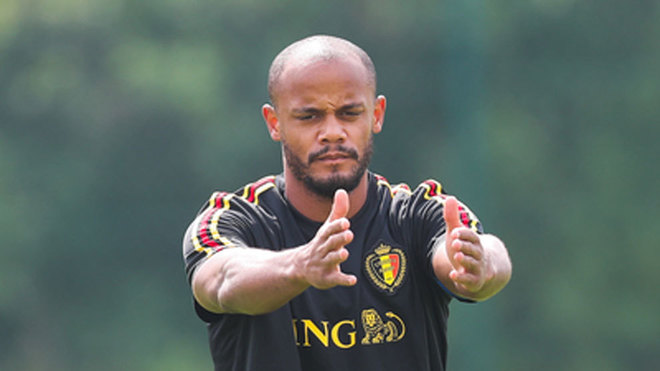 Vincent Kompany warms up during a training session