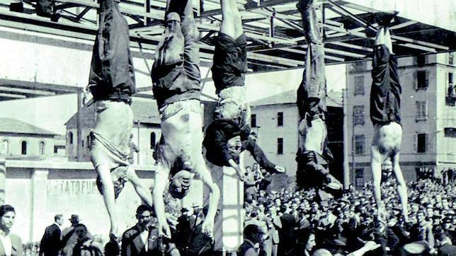 Los cadáveres de Mussolini, Petacci y jerarcas fascistas, colgados en...