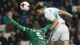 Borja Mayoral remata de cabeza en un Real Madrid-Leganés.