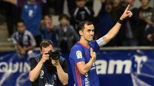 Linares se despide de la afición carbayona tras el partido ante el...