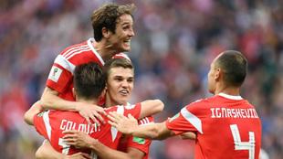 Aleksandr Golovin, Mario Fernandes, Roman Zobnin  y Sergey Ignashevich...