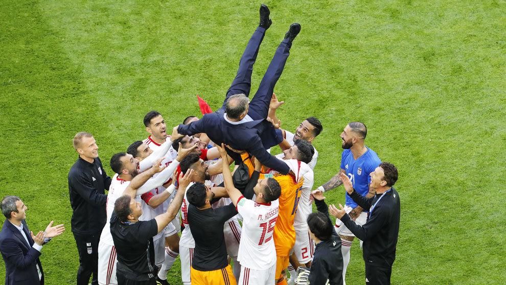 Jugadores de Iran celebrando la victoria ante Marruecos