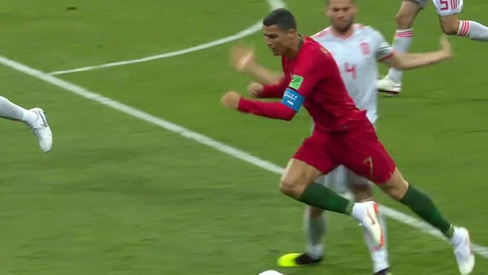 Tranh cải Ronaldo có ăn vạ hay không?