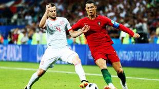 Nacho y Cristiano Ronaldo en una acción.