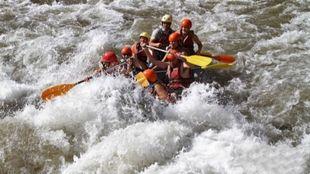 El rafting, una de las prácticas deportivas que ofrece la temporada...