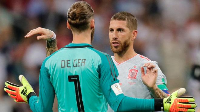 De Gea y Sergio Ramos, durante el partido contra Portugal.