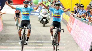 Alejandro Osorio y Daniel Muñoz superan juntos la meta en el Passo...