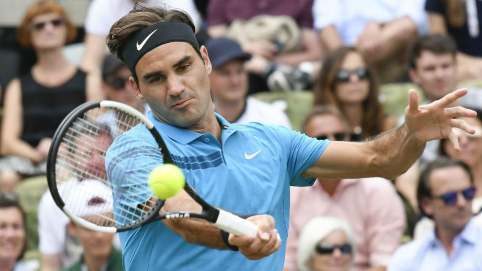 Tenista Roger Federer regresa a la cima mundial en Stuttgart