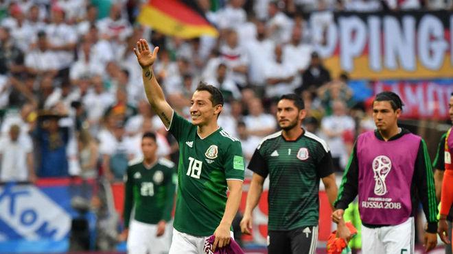 Guardado celebra con sus compañeros el triunfo contra Alemania.
