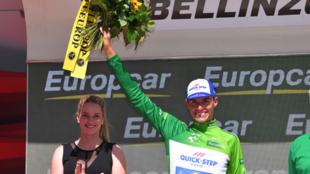Enric Mas, en el podio de la Vuelta a Suiza como mejor joven.
