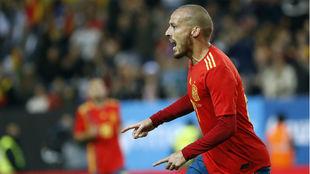 Silva celebra un gol con España.