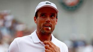 Roberto Bautista durante un partido en Roland Garros,