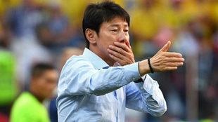 El seleccionador de Corea del Sur, Shin Tae-Yong, durante el partido...