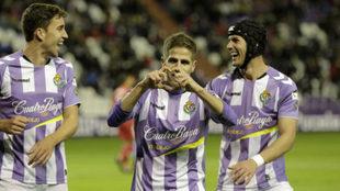 Hervías celebra un gol junto a Mata y Luismi.