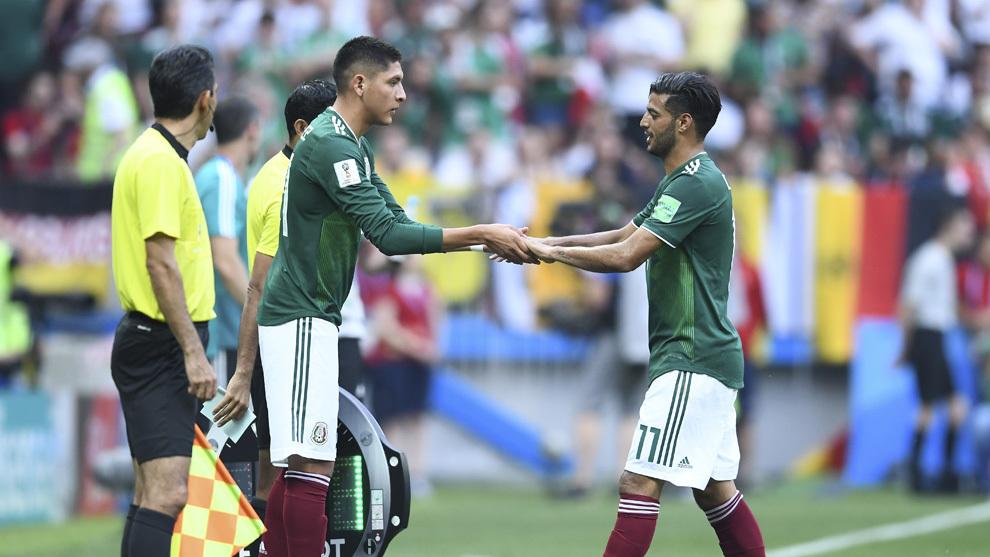 Instante en el que Edson Álvarez sustituye a Vela contra Alemania.