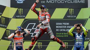 Lorenzo salta en el podio de Montmeló.