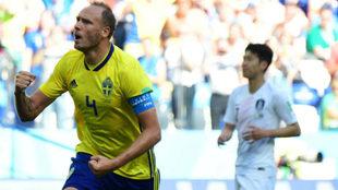 Andreas Granqvist celebra su gol frente a Corea del Sur.