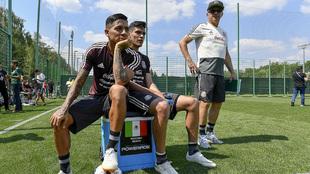 Aquino y Jiménez, descansando en un entrenamiento.
