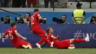 Los jugadores de Inglaterra celebran uno de los tantos.