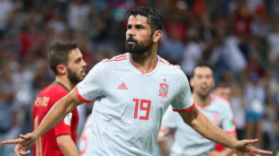 Diego Costa celebra uno de sus goles a Portugal.