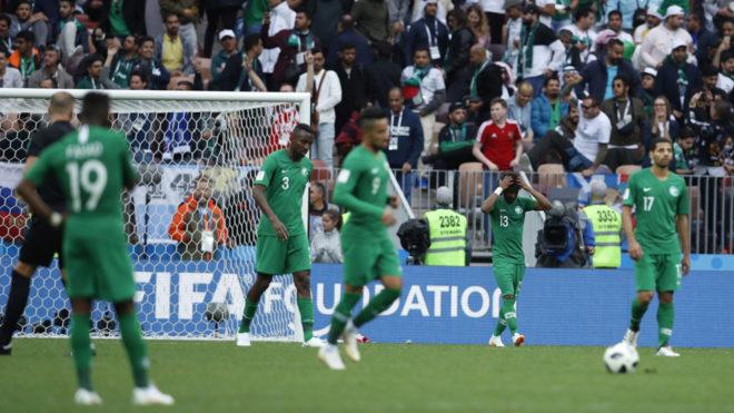 Arabia Saudita sufrió en su primer encuentro una escandalosa derrota