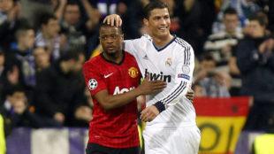 Evra y Cristiano durante un partido en el Santiago Bernabéu entre...