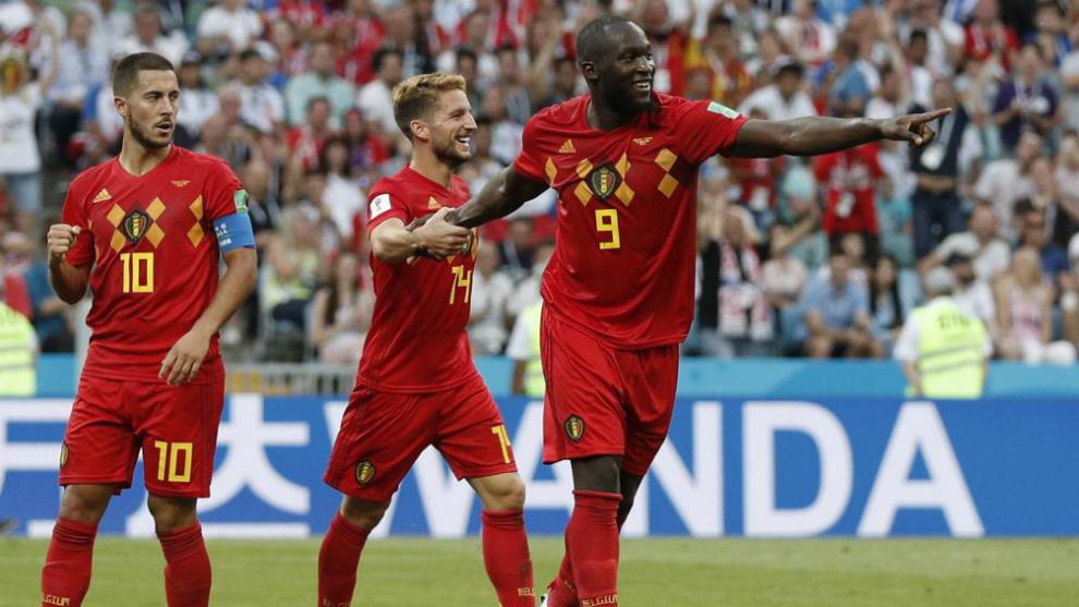Jugadores de Bélgica, liderados por Lukaku, celebran su triunfo ante...