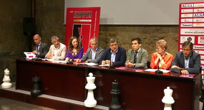 Presentación del torneo en el Palacio del Conde Luna.