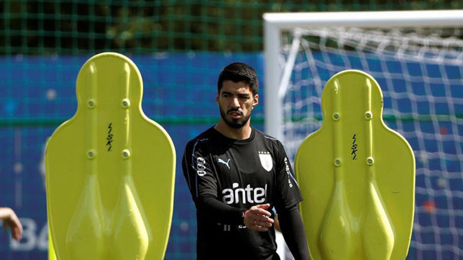 Luis Suarez hailed by Oscar Tabarez after Uruguay beat Saudi Arabia