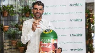 Óscar Pereiro continúa como embajador de Ecovidrio y su iniciativa.