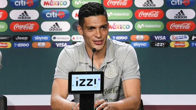Raúl Jiménez durante la conferencia de prensa