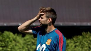 Pique sows the discord.