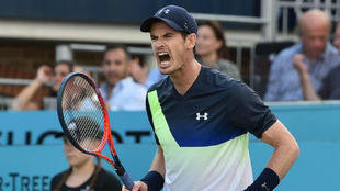 Britain's Andy Murray reacts to Australia's Nick Kyrgios.