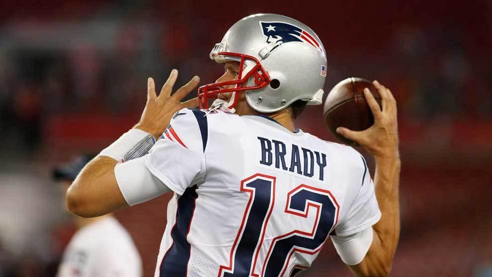 Tom Brady jugando con los Patriots en la NFL