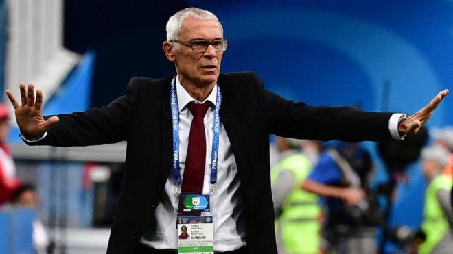 Héctor Cúper, pide calma en el partido Rusia-Egipto.